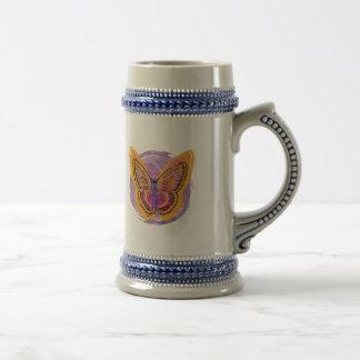 Mariposa del teñido anudado jarra de cerveza