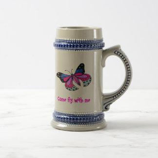 Mariposa del vuelo taza