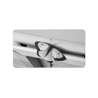 Mariposa en blanco y negro etiqueta de dirección