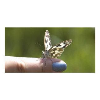 mariposa en el dedo tarjetas fotograficas personalizadas