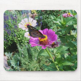 Mariposa en el jardín tapetes de raton