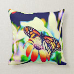 Mariposa en la flor almohada