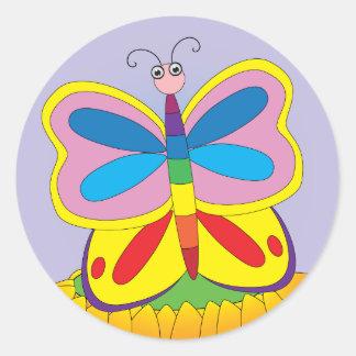 Mariposa en la flor pegatina redonda