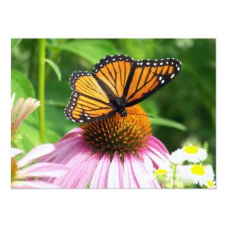 """Mariposa en la flor rosada invitación 5.5"""" x 7.5"""""""