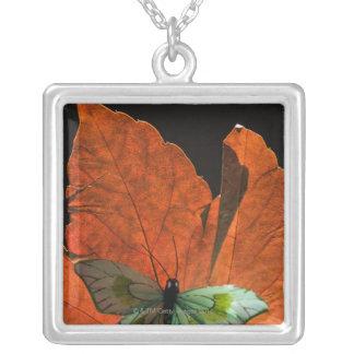 Mariposa en la hoja 2 joyeria personalizada
