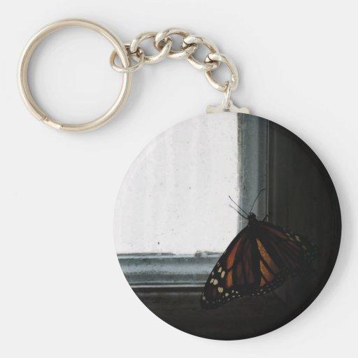 Mariposa en la oscuridad llaveros personalizados