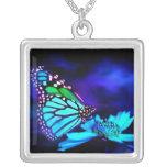 Mariposa en luz azul collares personalizados