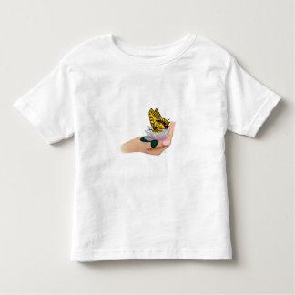 Mariposa en mano tee shirts