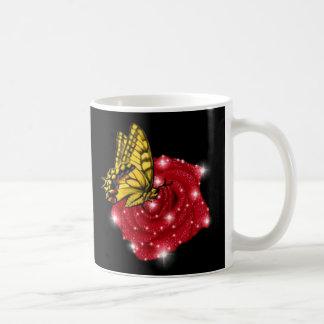 Mariposa en rosa roja m. sterne regentropfen tazas de café