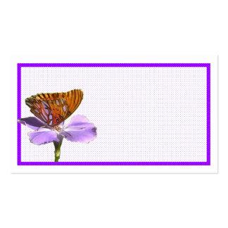 Mariposa en una tarjeta de visita de la flor