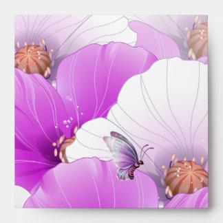 Mariposa floral blanca rosada púrpura del sobre