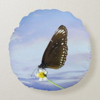 Mariposa gran Eggfly de la luna azul Cojín Redondo