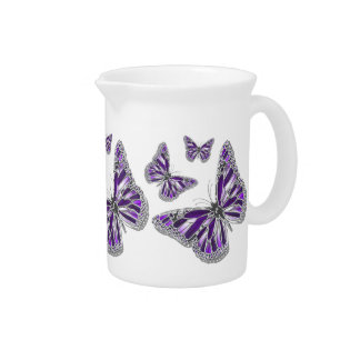 Mariposa gris púrpura femenina jarras para bebida