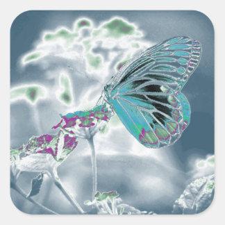 Mariposa hermosa en la flor - foto negativa 2 pegatina cuadrada