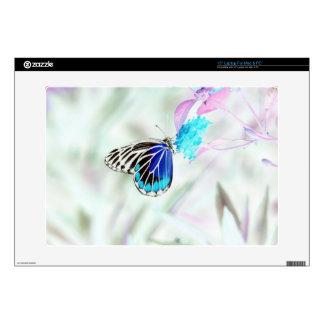 Mariposa hermosa en la flor - foto negativa 3 skins para portátil