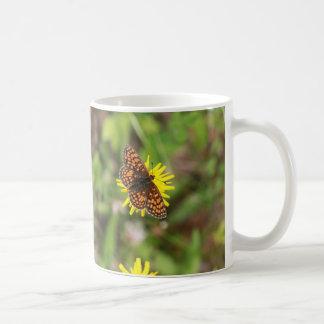 ¡Mariposa - hermosa! Taza Básica Blanca