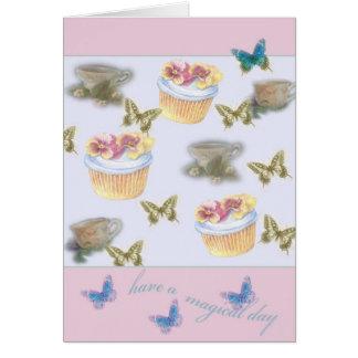 mariposa ilustrada de la taza de té de la magdalen tarjeta de felicitación