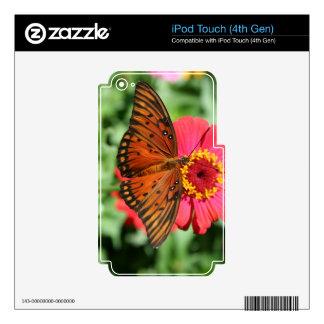 Mariposa magnífica en diseño rojo del Zinnia Calcomanías Para iPod Touch 4G