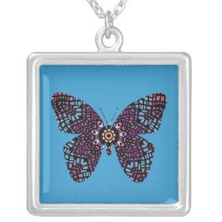 Mariposa multicolora del vitral en azul colgante cuadrado