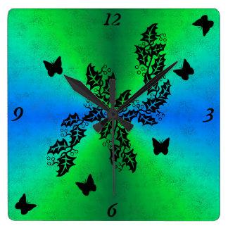 mariposa negra en el arco iris del verde azul reloj cuadrado