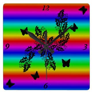mariposa negra en el arco iris reloj cuadrado