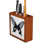 Mariposa negra y marrón portalápices