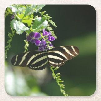 Mariposa perfecta de la cebra posavasos desechable cuadrado