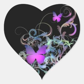 Mariposa púrpura brillante pegatina en forma de corazón