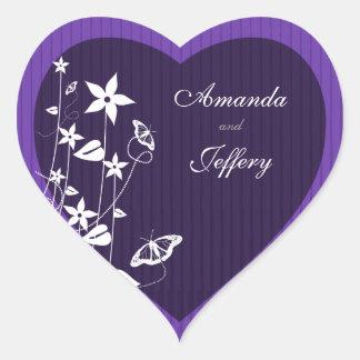 Mariposa púrpura de la flor del sello el del sob calcomanía de corazón