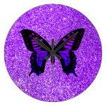Mariposa púrpura en brillo reloj redondo grande