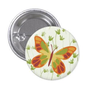 Mariposa que revolotea en hierba pin