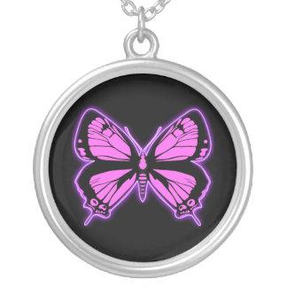 Mariposa rosada collar plateado