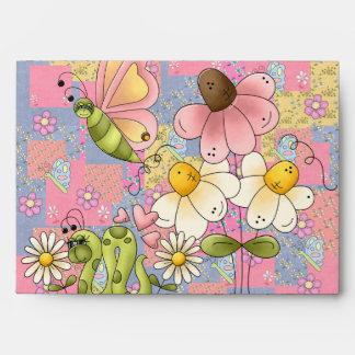 Mariposa rosada de las flores del sobre