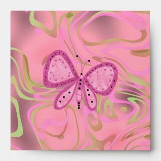 Mariposa rosada del remolino del oro del sobre
