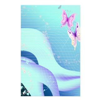 Mariposa rosada en ondas de inmóvil azul papelería personalizada