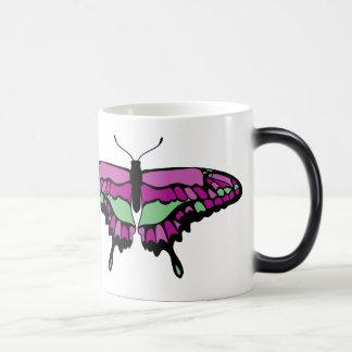 Mariposa rosada y verde taza mágica
