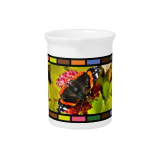 Mariposa tejada jarras de beber