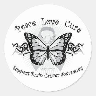 Mariposa tribal del cáncer de cerebro etiqueta redonda