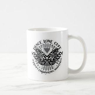 Mariposa tribal del enfisema taza