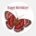 Mariposa tropical del rojo cereza del feliz cumple etiqueta redonda