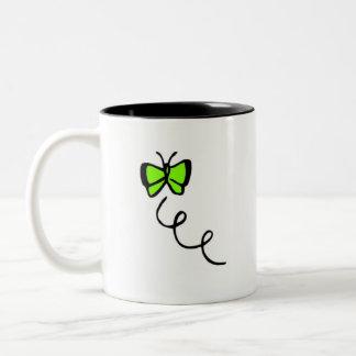 Mariposa verde chartreuse, de neón tazas