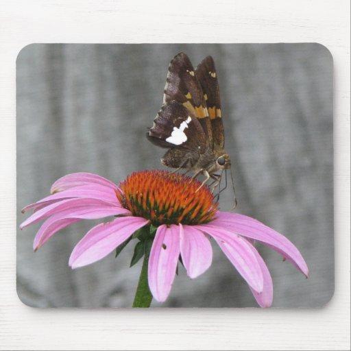 Mariposa y flor alfombrilla de ratón