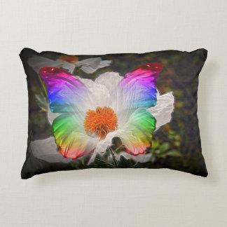 Mariposa y flor, en una almohada cojín decorativo