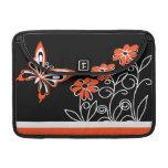 Mariposa y flores blanco y negro anaranjados fundas macbook pro