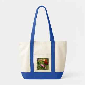 Mariposa y flores bolsa de mano