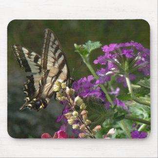Mariposa y flores Mousepad