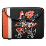 Mariposa y flores naranja y negro fundas macbook pro