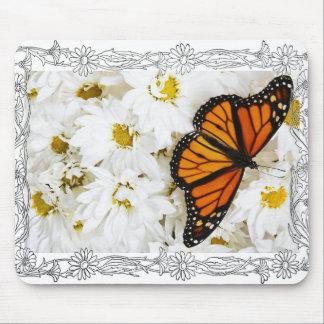 Mariposa y margaritas blancas alfombrillas de raton