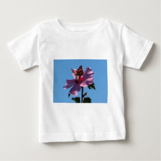 Mariposa y rosa de Sharon Camisas