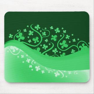 Mariposas abstractas blancas y verdes mousepads